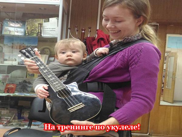 Мама и ребенок с укулеле